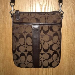 Coach Signature Leatherware Crossbody Sweet Bag!